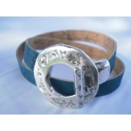 Bracelet fermoir metal boucle-T martelé, cordon liège double tour