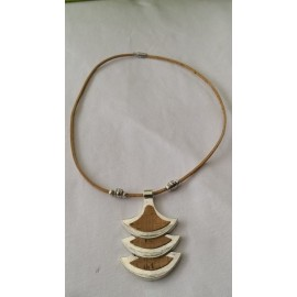 Collier cordon liège naturel, pendentif demi lune et perles